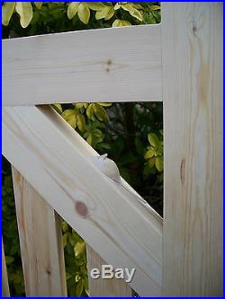 Redwood Wooden -Driveway Pair of Gates 4ft High