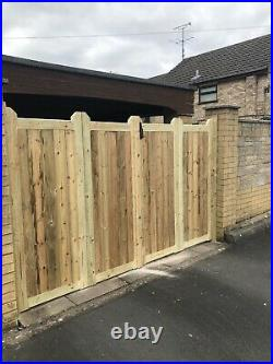 Wooden Bi-folding Driveway Gates 10ft wide X 6ft high
