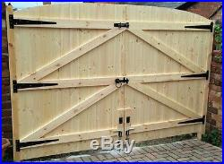Wooden Driveway Gates! 5ft 6 High X 7ft 6 Wide Free T Hinges & Top Bolt