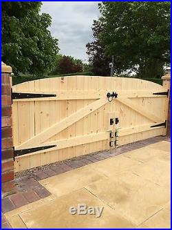 Wooden Driveway Gates Heavy Duty Gates! 4ft 6 Highest Point Free Hinges & Lock