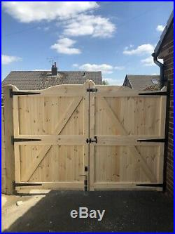 Wooden Gun Barrel Style Driveway Gates 4ft High X 10ft Wide
