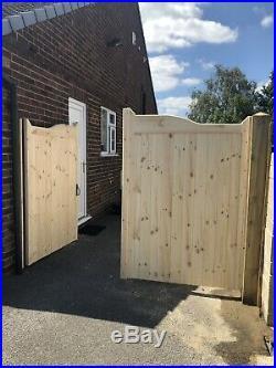 Wooden Gun Barrel Style Driveway Gates 5ft High X 12ft Wide For Stellar Heat 1