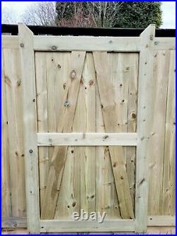Wooden driveway gates 10ft